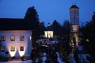 Blick auf Bruckmannhaus, Stille Nacht Kapelle und Wasserturm © Alexander Gautsch